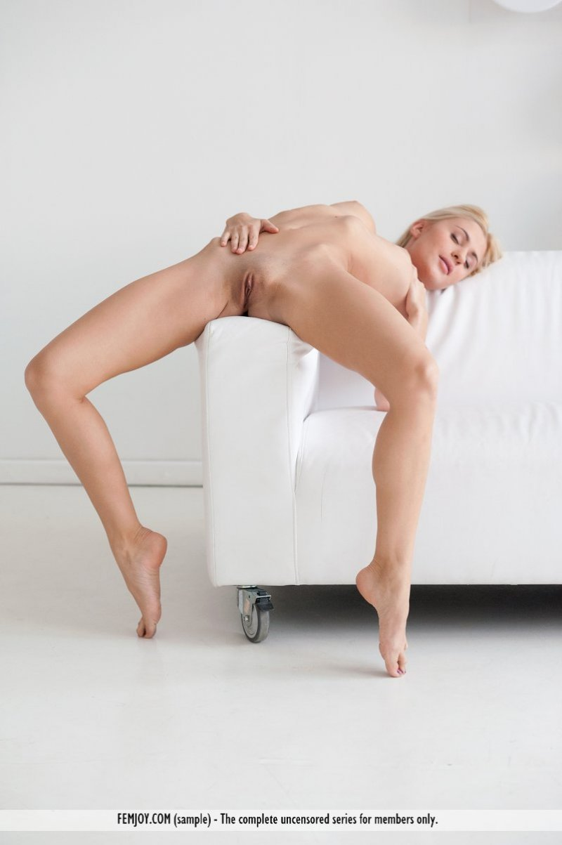 hot blonde nubile girl loves cunnilingus